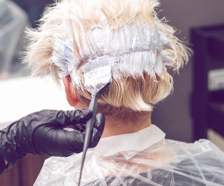 Haare schwarzen strähnen mit graue Graue Strähnchen