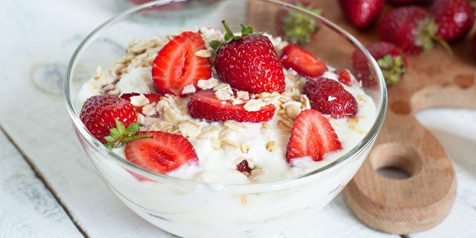 Milch und Obst kombinieren