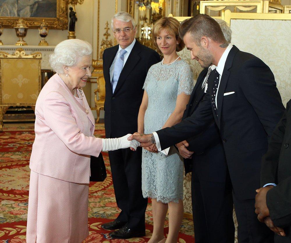 David Beckham: Hände schütteln mit Queen Elizabeth