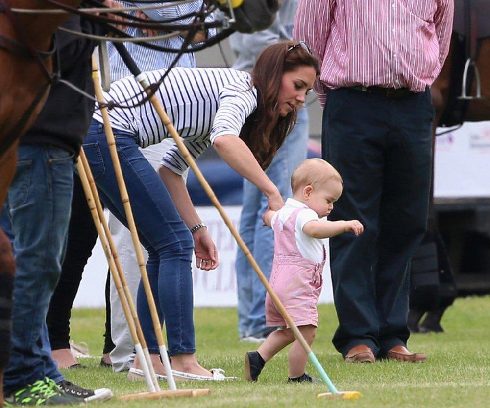 Prinz George steht auf eigenen Beinen!