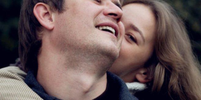 Verliebte produzieren viele Glückshormone.