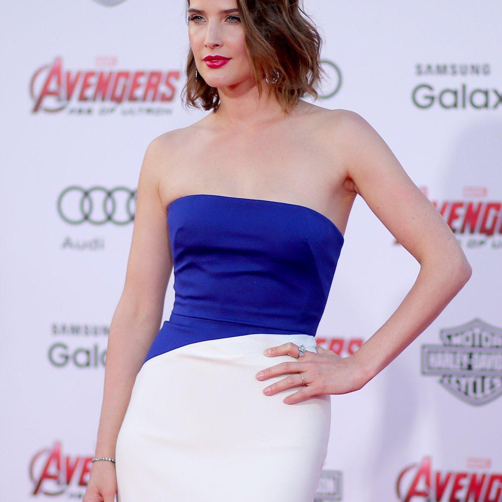 "Cobie Smulders: Oben ohne in ""Women`s Health"""
