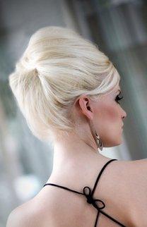 Elegante Hochsteckfrisur in Blond