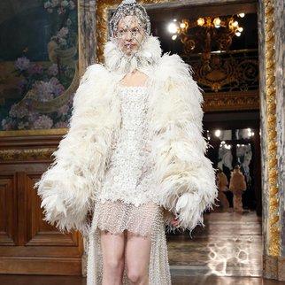 Paris Fashion Week 2013: Alexander McQueen ganz königlich