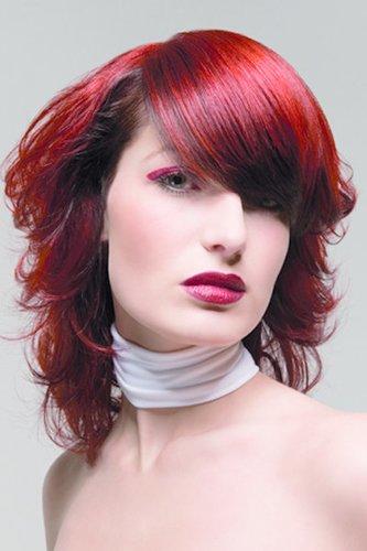 Wellige Haare in sattem Rot