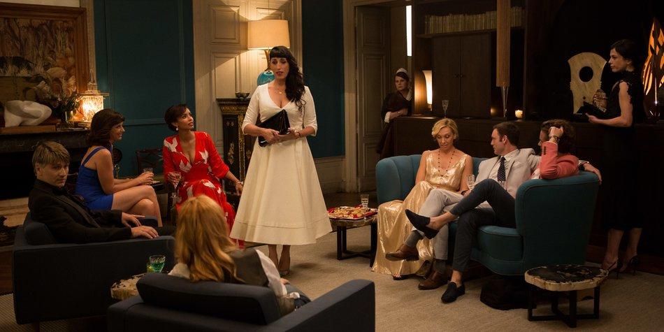 Auftritt Maria (Rossy de Palma) - wird sie ihrer neuen Rolle als Dame der Gesellschaft gerecht?