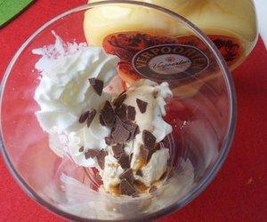 Eis mit Eierlikör-Caramel