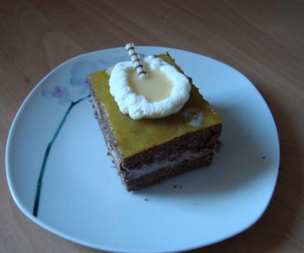 Schokolade -Butteercreme Kuchen mit Orangenguss