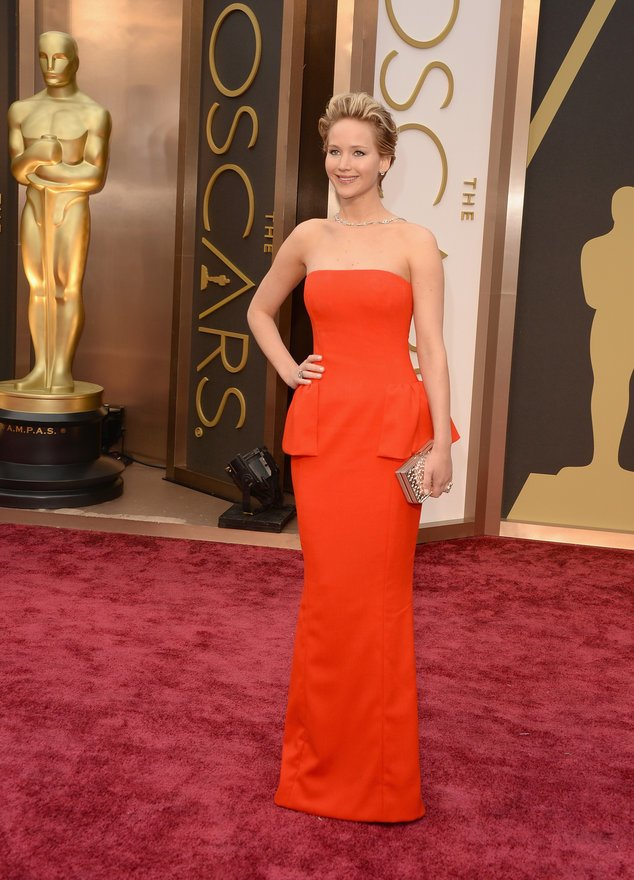 Jennifer Lawrence posiert bei den Oscars