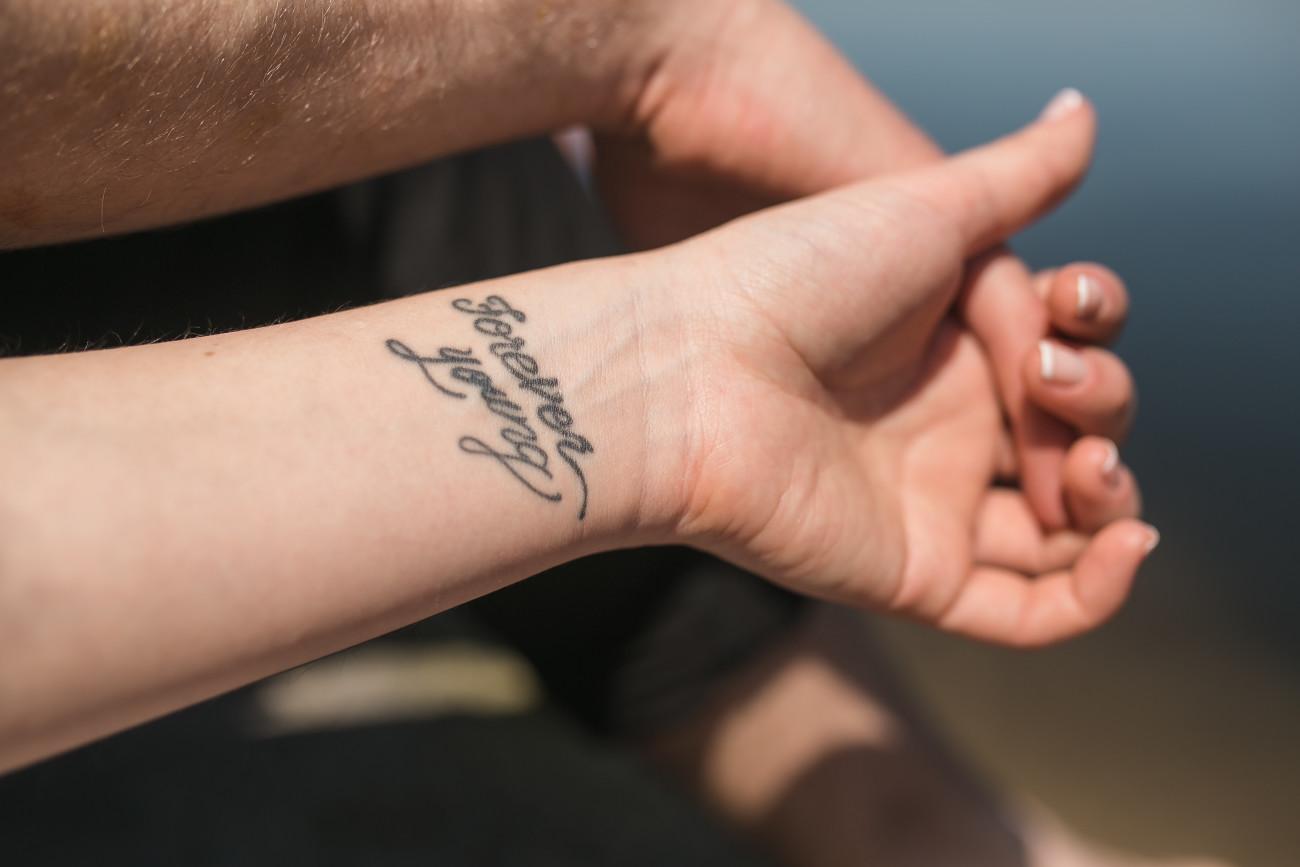 10 Tattoo Sprüche: Kurz, aber aussagekräftig | desired.de
