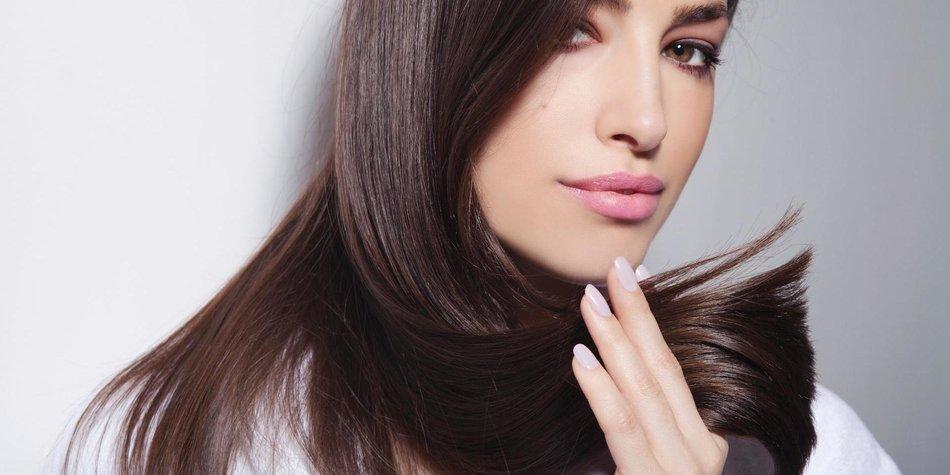 Glatte Haare mit Glättungsbürste