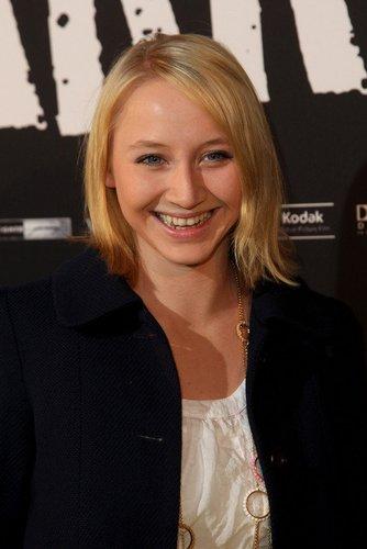 Anna Maria Mühe zu Gast bei einer Premiere.
