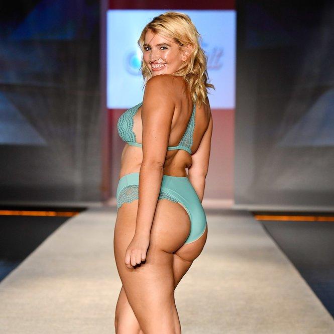 Sarina Nowak im Bikini