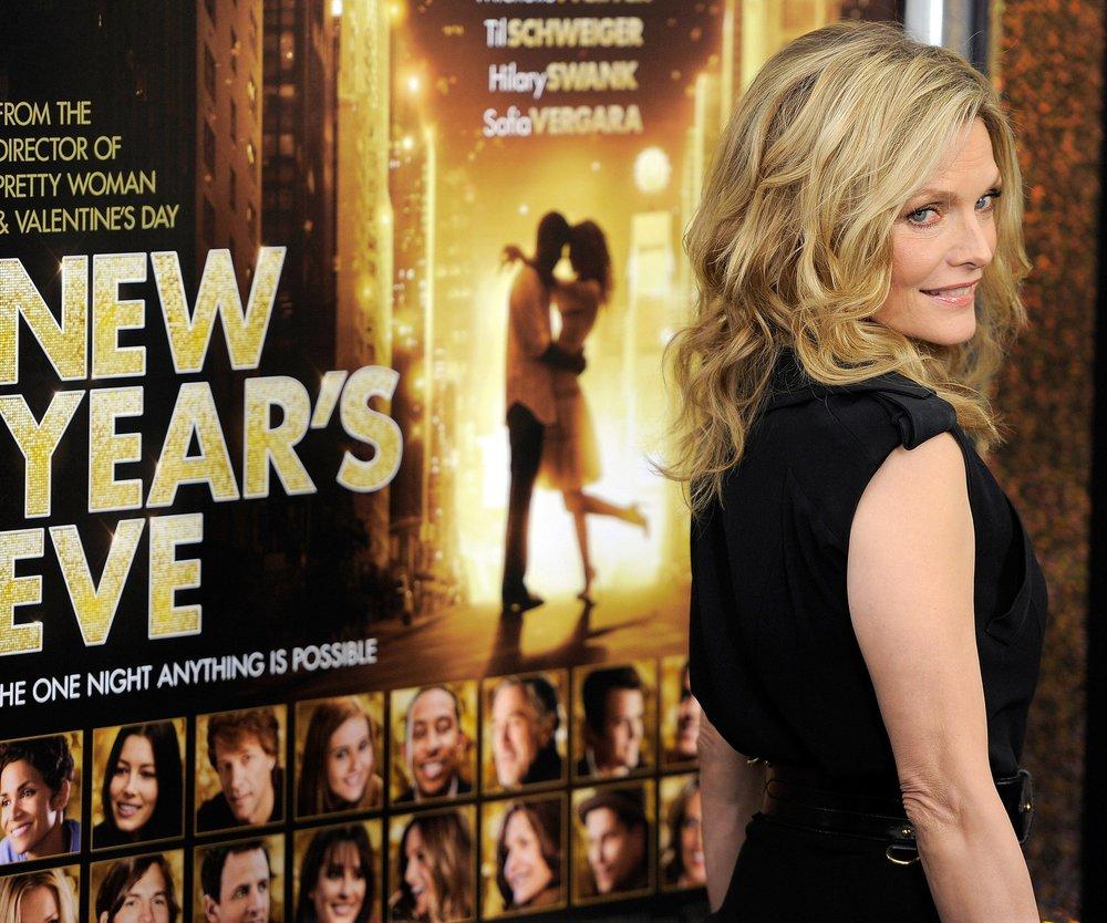 Michelle Pfeiffer feiert im Pyjama