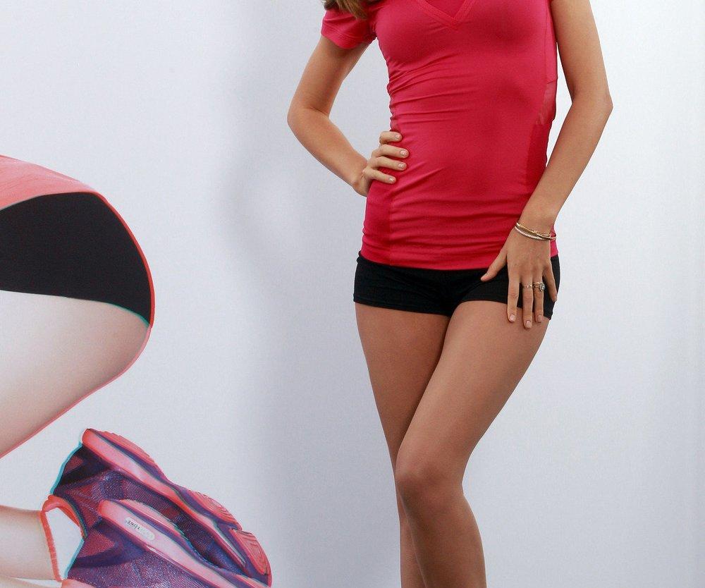 Miranda Kerr singt