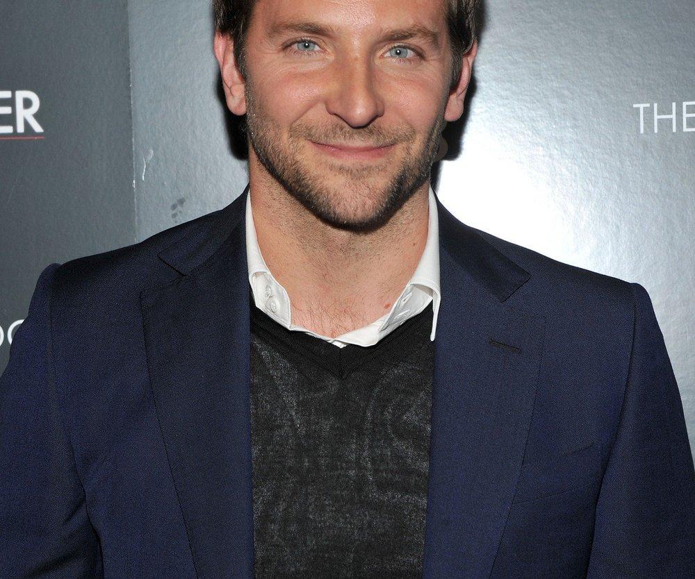 Bradley Cooper überrascht Fans