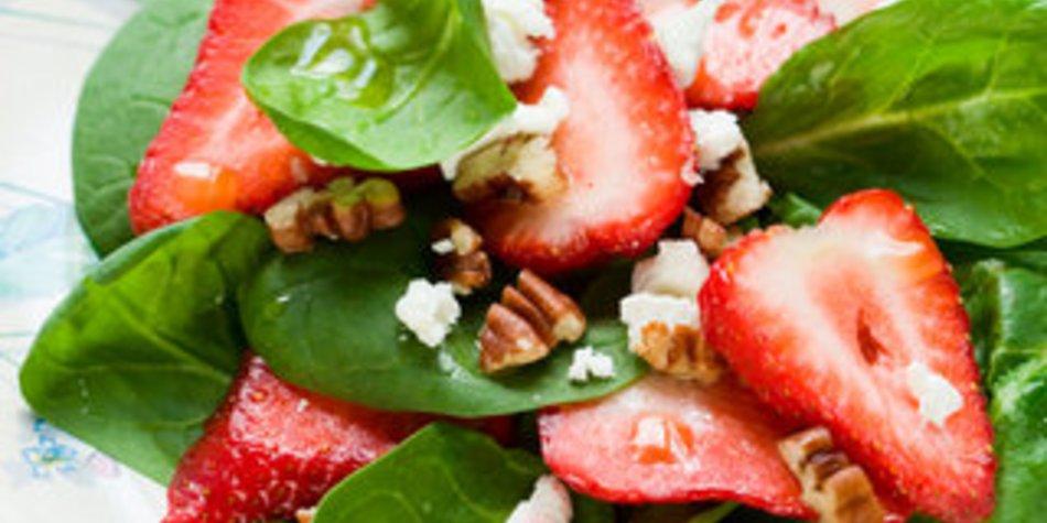 Spinatsalat mit Erdbeeren