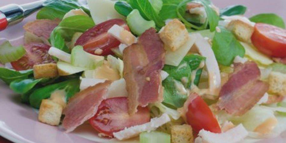 Feldsalat mit Croutons