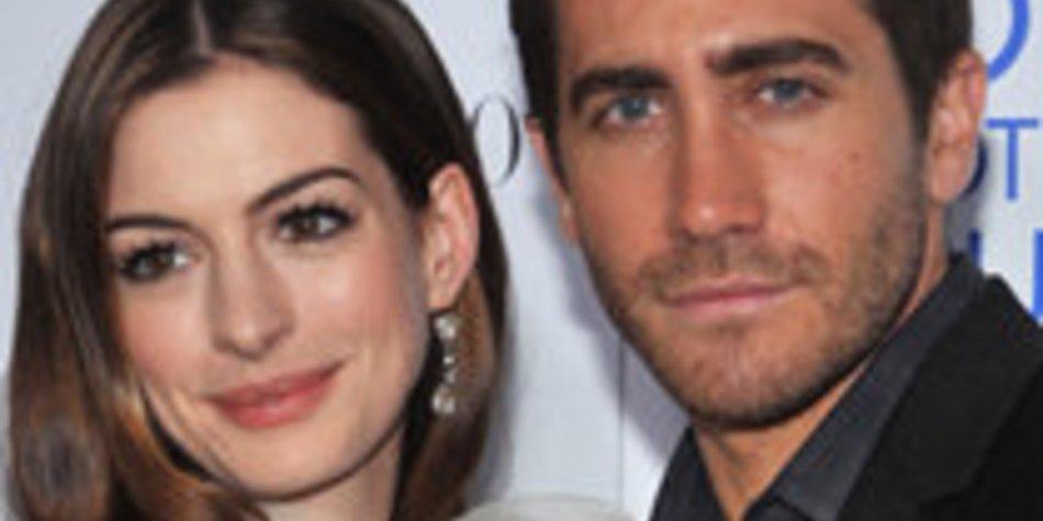 Anne Hathaway & Jake Gyllenhaal: Oben ohne auf einem Cover