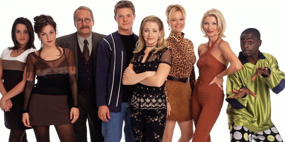 """Was ist eigentich aus den Darstellern von """"Sabrina - Total verhext"""" geworden? Wir zeigen euch, was sie heute machen und wie sie heute aussehen:"""