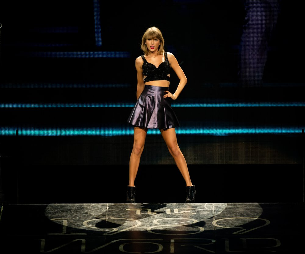 LOS ANGELES, CA - AUGUST 21: Singer-songwriter Taylor Swift performs onstage during The 1989 World Tour Live In Los Angeles at Staples Center on August 21, 2015 in Los Angeles, California. (Photo by Christopher Polk/Getty Images for TAS)