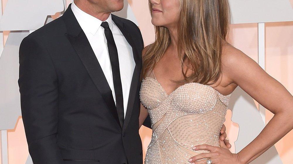 Jennifer Aniston hat ihr Hochzeitskleid im Einzelhandel erstanden