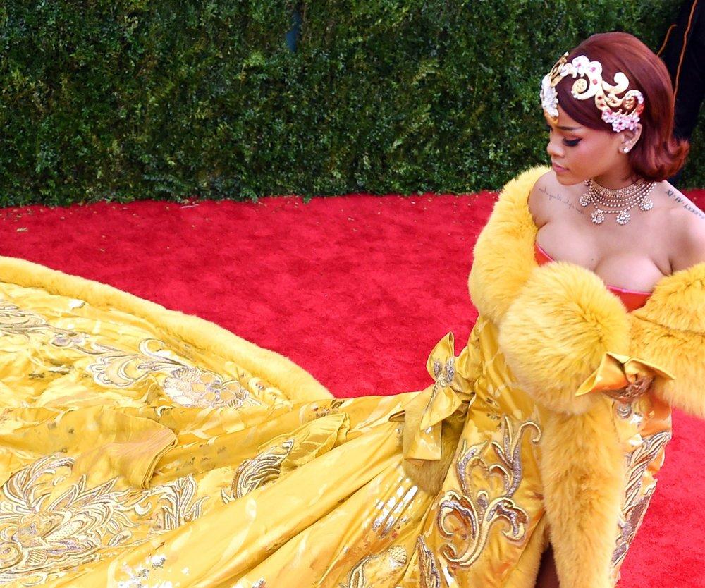 Rihanna kündigt ihr neues Parfum an