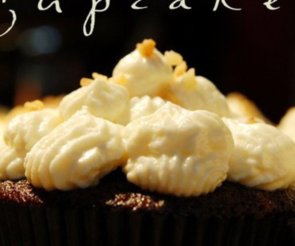 Guinness-Schokoladen-Cupcakes mit Black Currant Füllung