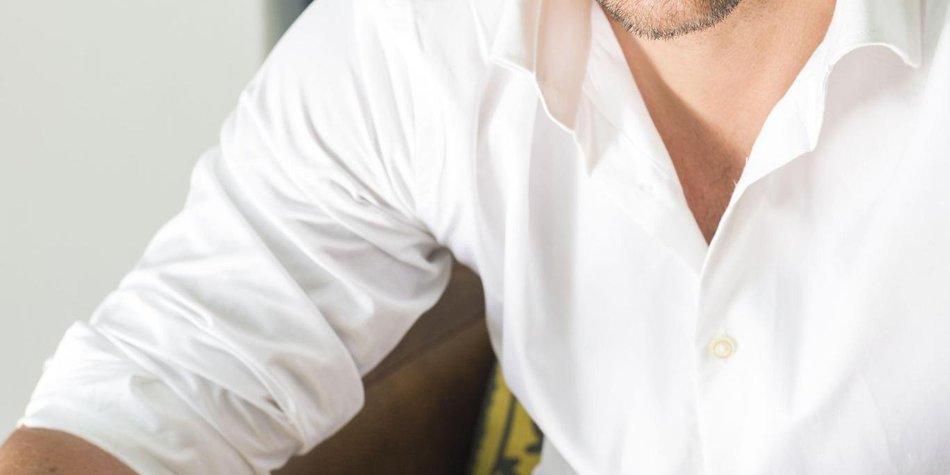 Der Bachelor: Muss er sich zwischen Liebe und Karriere entscheiden?