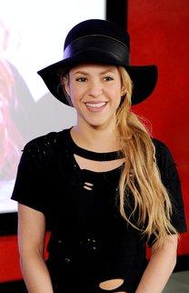 Shakira: Ponytail mit Schlapphut