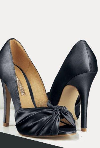 Peep Toes von Buffalo aus einem Satinstoff mit einem hohen Absatz machen aus jedem Outfit etwas Besonderes.