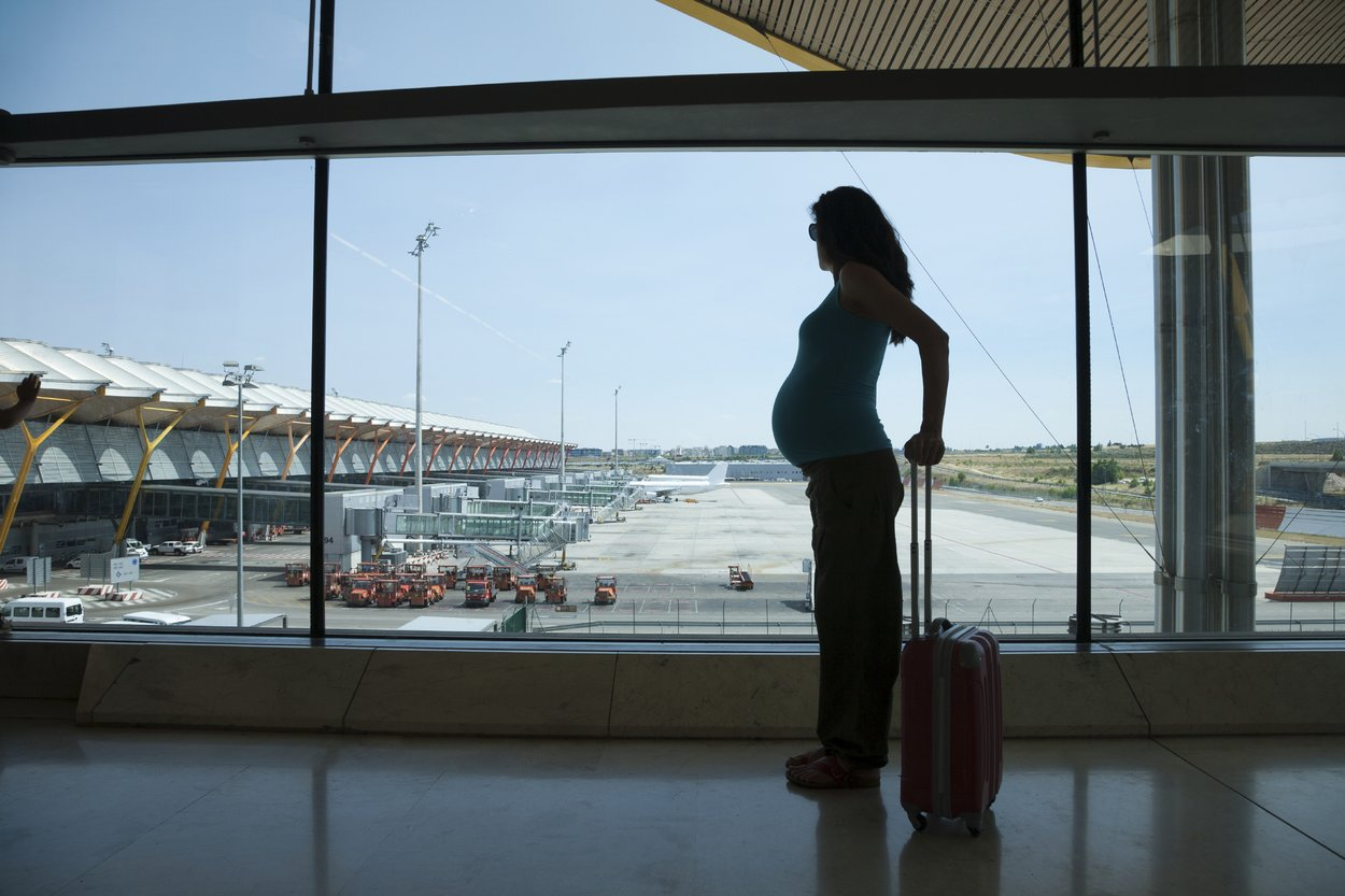 Als Schwangere solltest Du möglichst nicht in ein betroffenes Gebiet reisen.