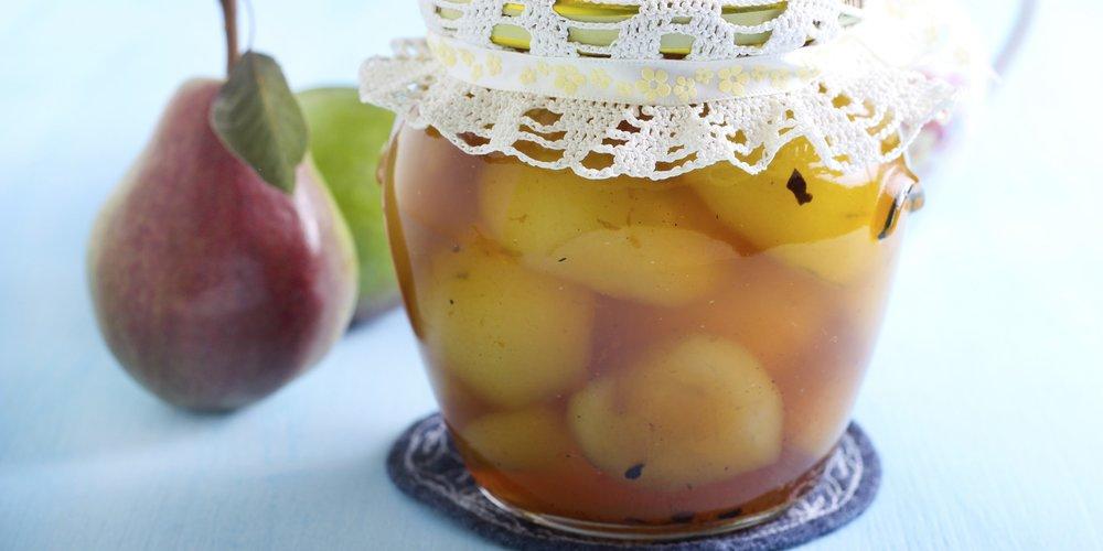 Auch für Kochanfänger ein Kinderspiel: Birnen einkochen. Schön verpackt auch ein tolles Mitbringsel!