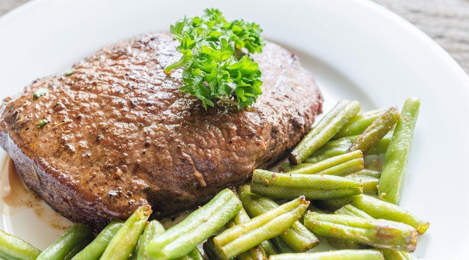 Die grünen Bohnen liefern als Beilage wichtige Inhalts- und Ballaststoffe.