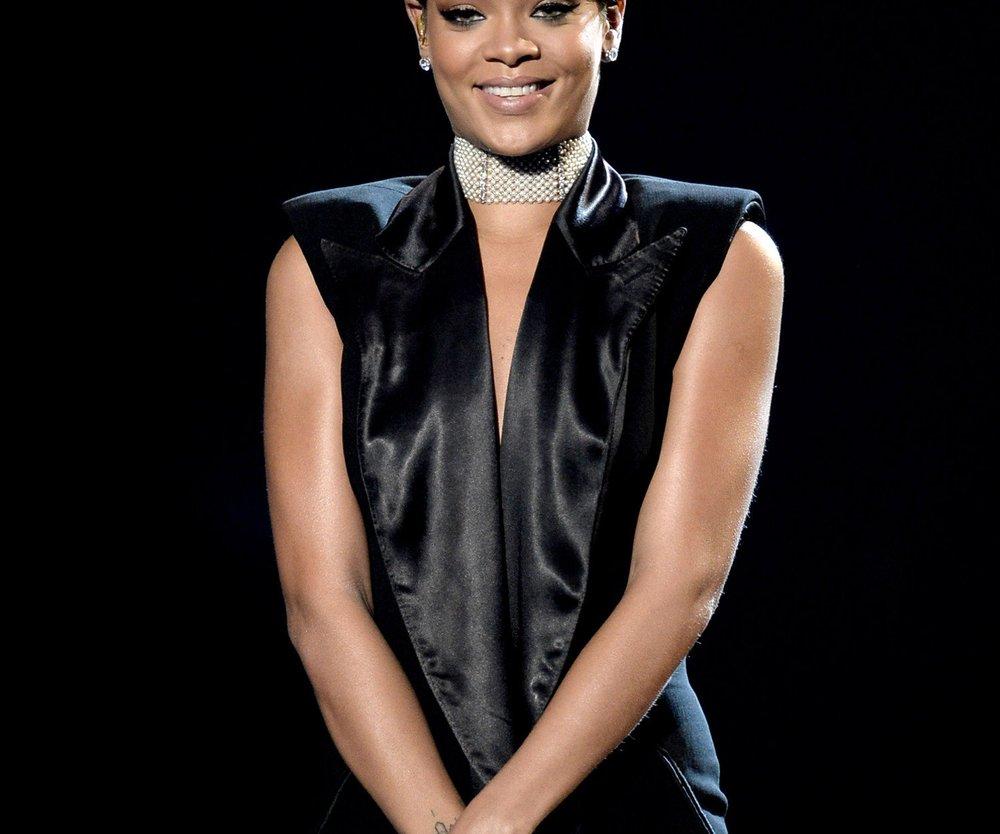 Rihanna wird mitWeihnachtsgeschenken überhäuft