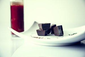 Dunkle Schokolade eignet sich besten für ein Fondue.