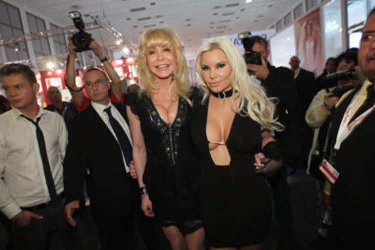 Film-Darstellerin Dolly Buster arbeitet im Erotikbereich
