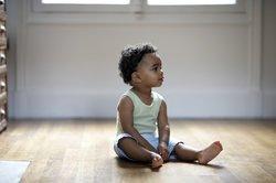 Baby 11 Monate: Sitzen ist ganz einfach