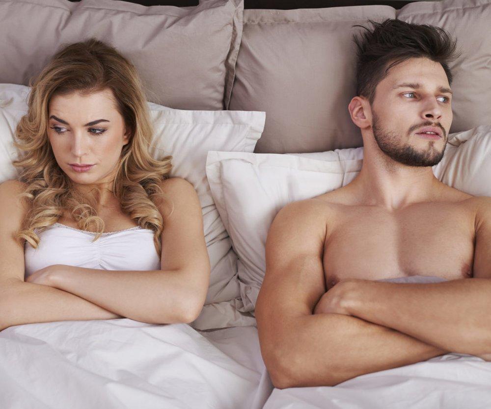 Paar Bett unglücklich