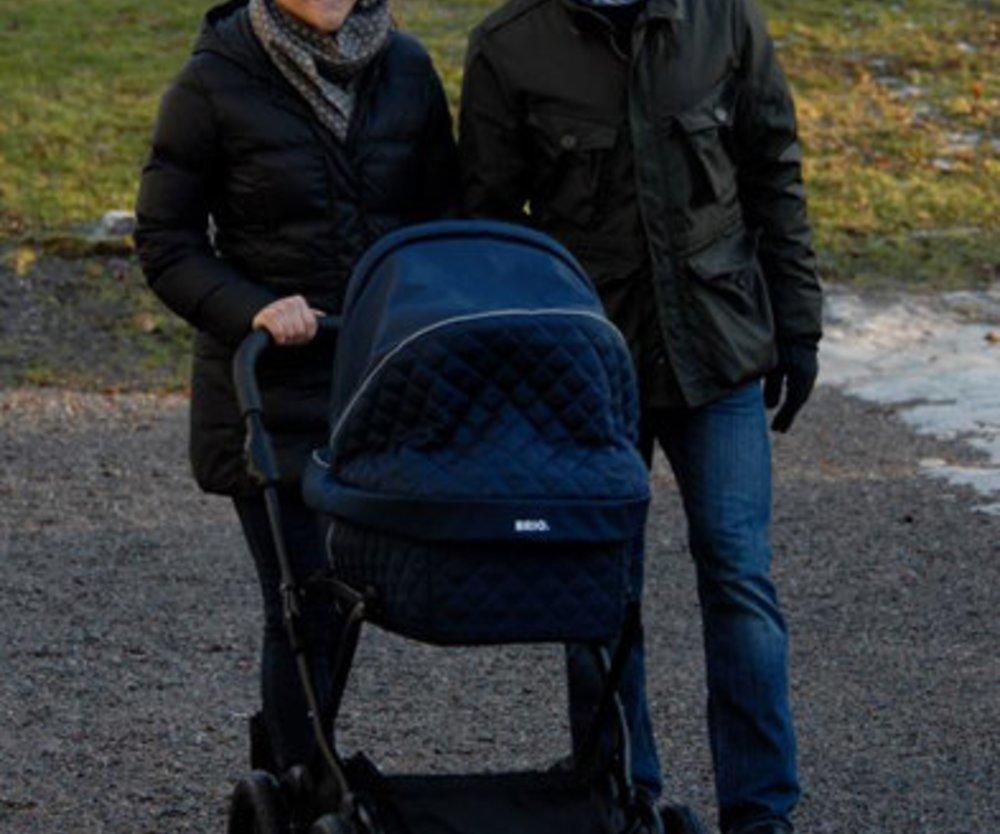 Victoria von Schweden macht Spaziergang mit Prinzessin Estelle