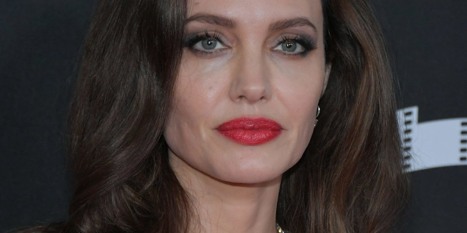 Zu viele Schönheits-OPs! | Sie wollte aussehen wie Angelina Jolie …