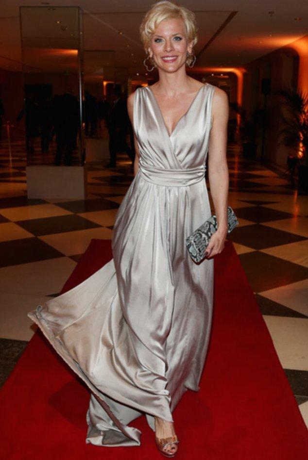 Eva Habermann im Abendkleid.