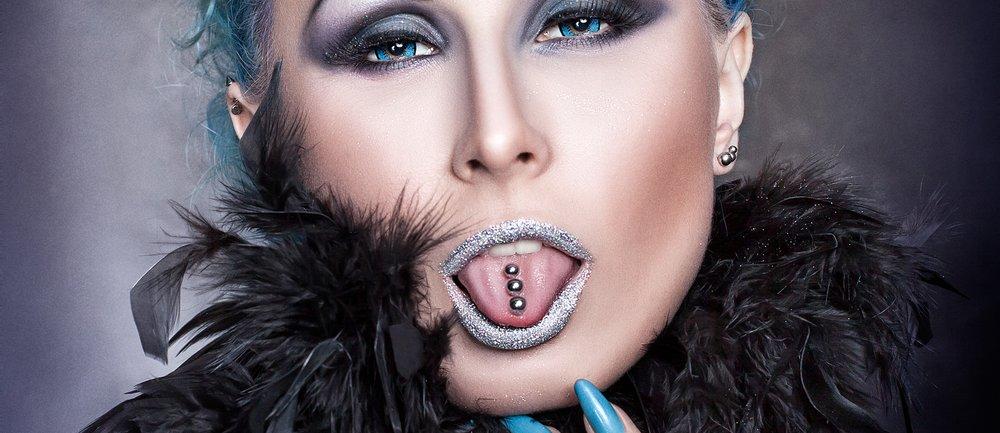 Glitzer auf der Zunge