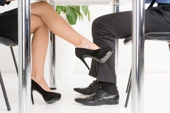Unterm Tisch füßeln