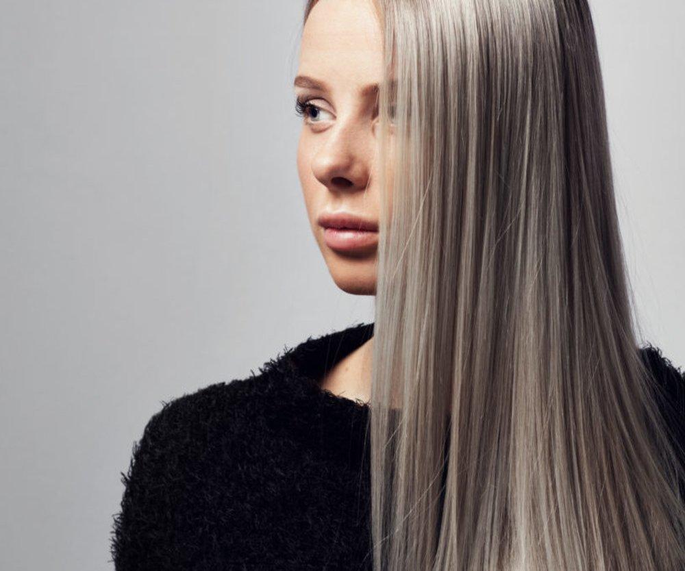 Du hast von Natur aus feines, dünnes Haar? Dann solltest du die folgenden, alltäglichen Stylingfehler unbedingt vermeiden. Pssst: Wir machen sie alle!