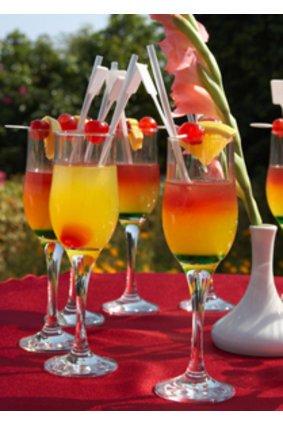 Gut gekühlte Cocktails auf einem Grillabend