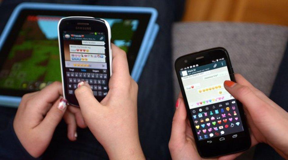 Ein Experte rät zur Absprache der Smartphone-Nutzung zwischen Kind und Eltern.
