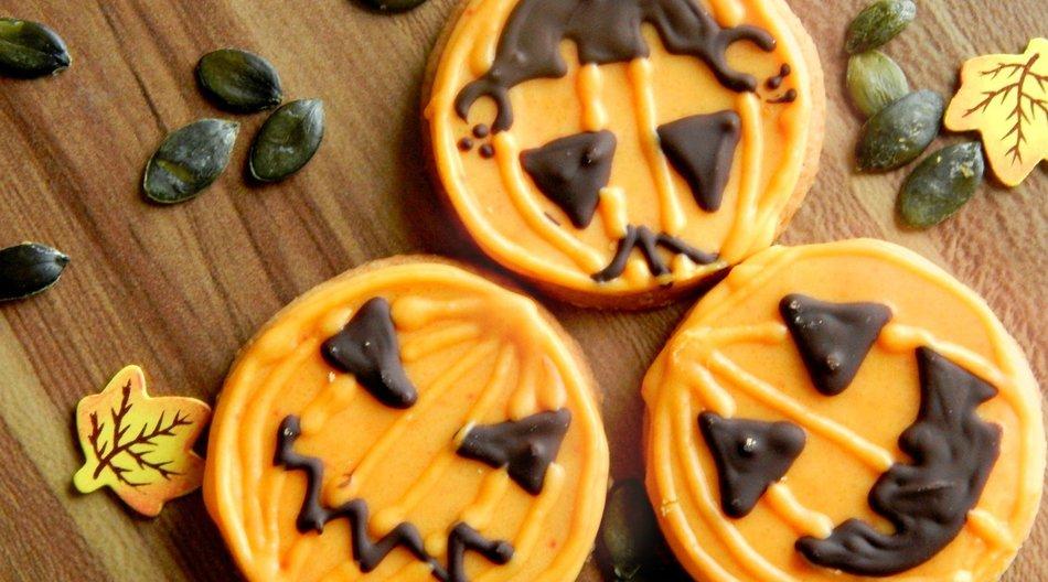 Hallo Halloween: Chrissi`s gruselige Kürbiscookies