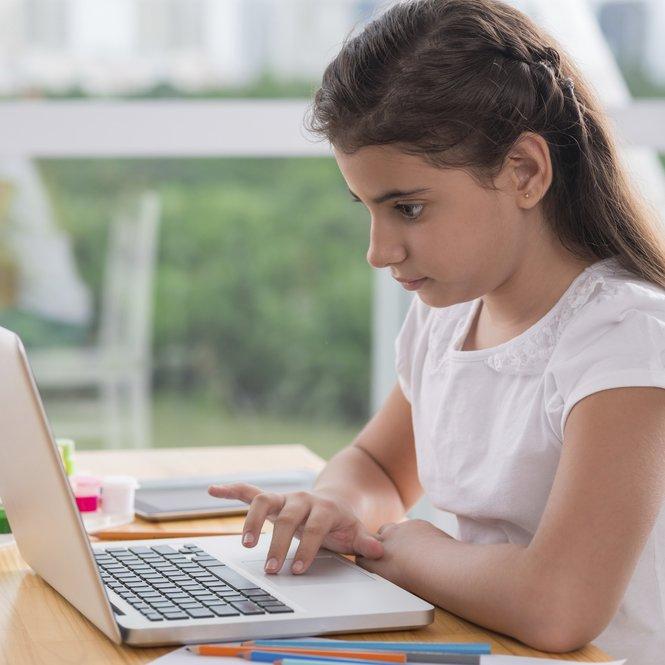 Mit den richtigen Tipps kann Dein Kind online viel lernen!