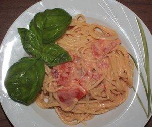 Nudeln mit cremiger Mascarpone-Tomaten-Soße